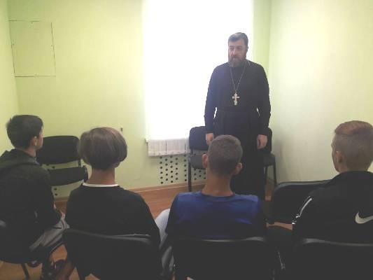 Духовная составляющая исправления – к работе с условно осужденными подростками привлекают священнослужителей